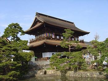 2009年4月5日善光寺山門と放生池.jpg