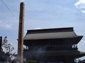 2009年4月5日善光寺御開帳・山門と回向柱.jpg